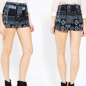 Urban Outfitters Ecoté Black&Blue Tapestry Shorts